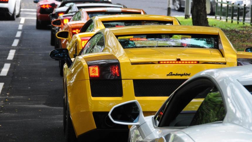 Dù giá xe cao nhất nhì thế giới, nhưng siêu xe vẫn tràn ngập tại Singapore.